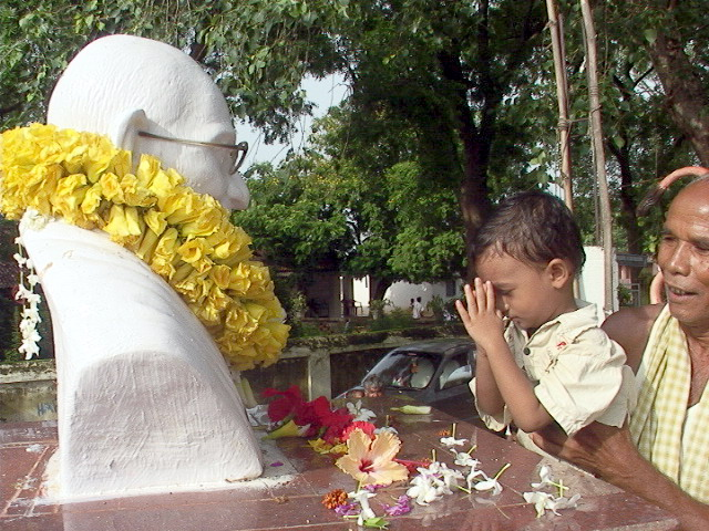 Villagers pay homage to Bapu