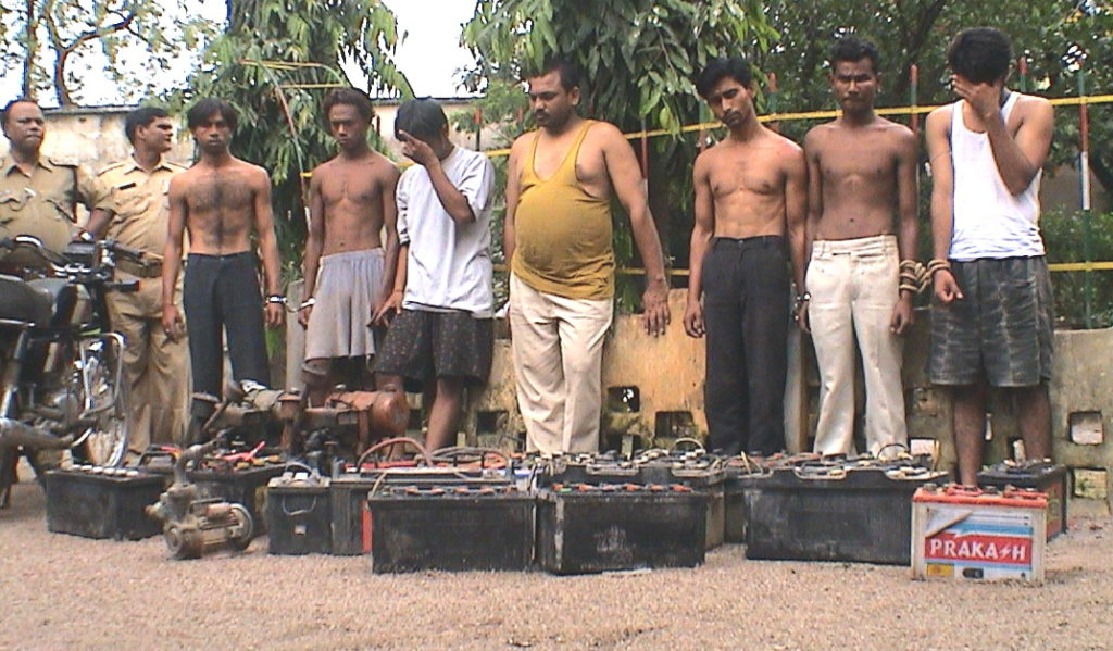 7 arrested for stealing batteries from vehicles