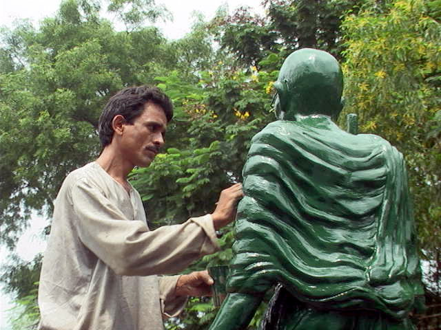 Kids collect funds, build Gandhi statue
