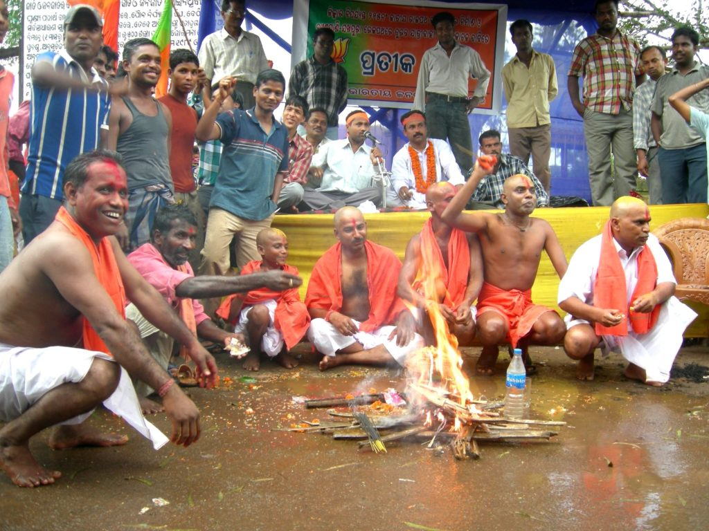 BJP leaders tonsured heads protesting neglect