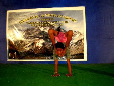 Vikash selects students for top yoga competition