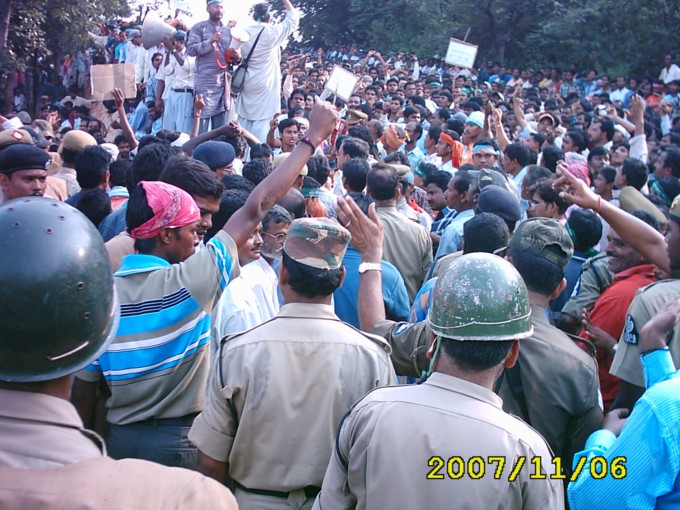 20 hurt as police lathi charge on farmers