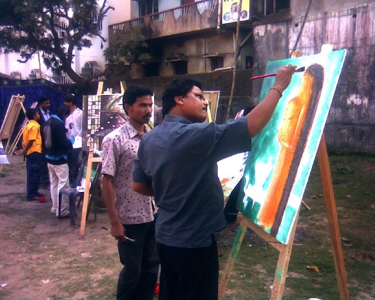 Open-air art camp enthralls audience