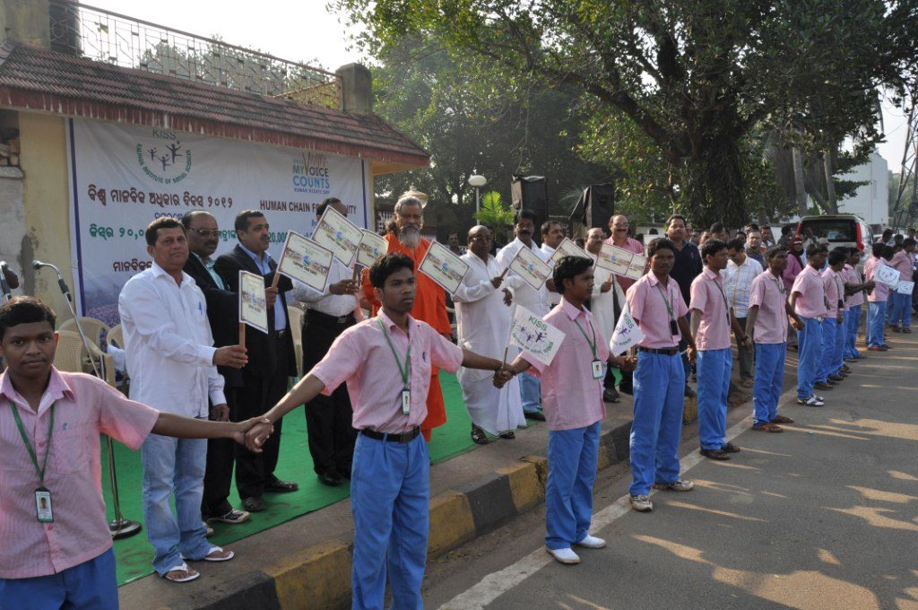 25-km long human chain marks Human Rights Day